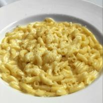 A bowl of creamy macaroni and cheese