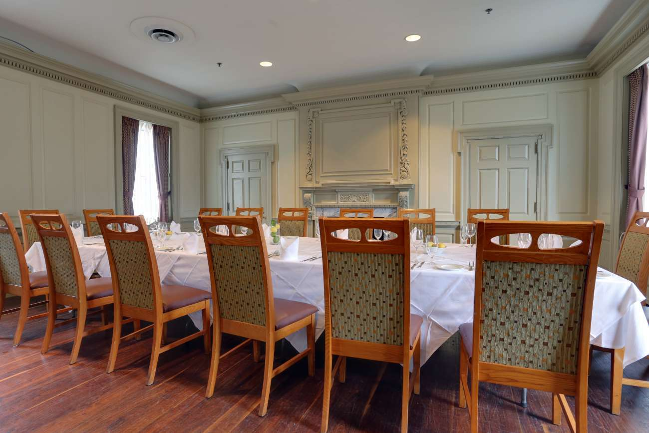 When set with a single large Roman table, the Chairman's Room seats 22
