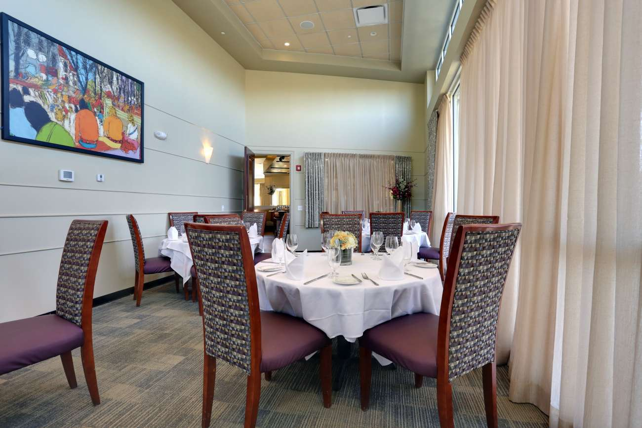 With round tables, the Washington Room accommodates up to 24 guests